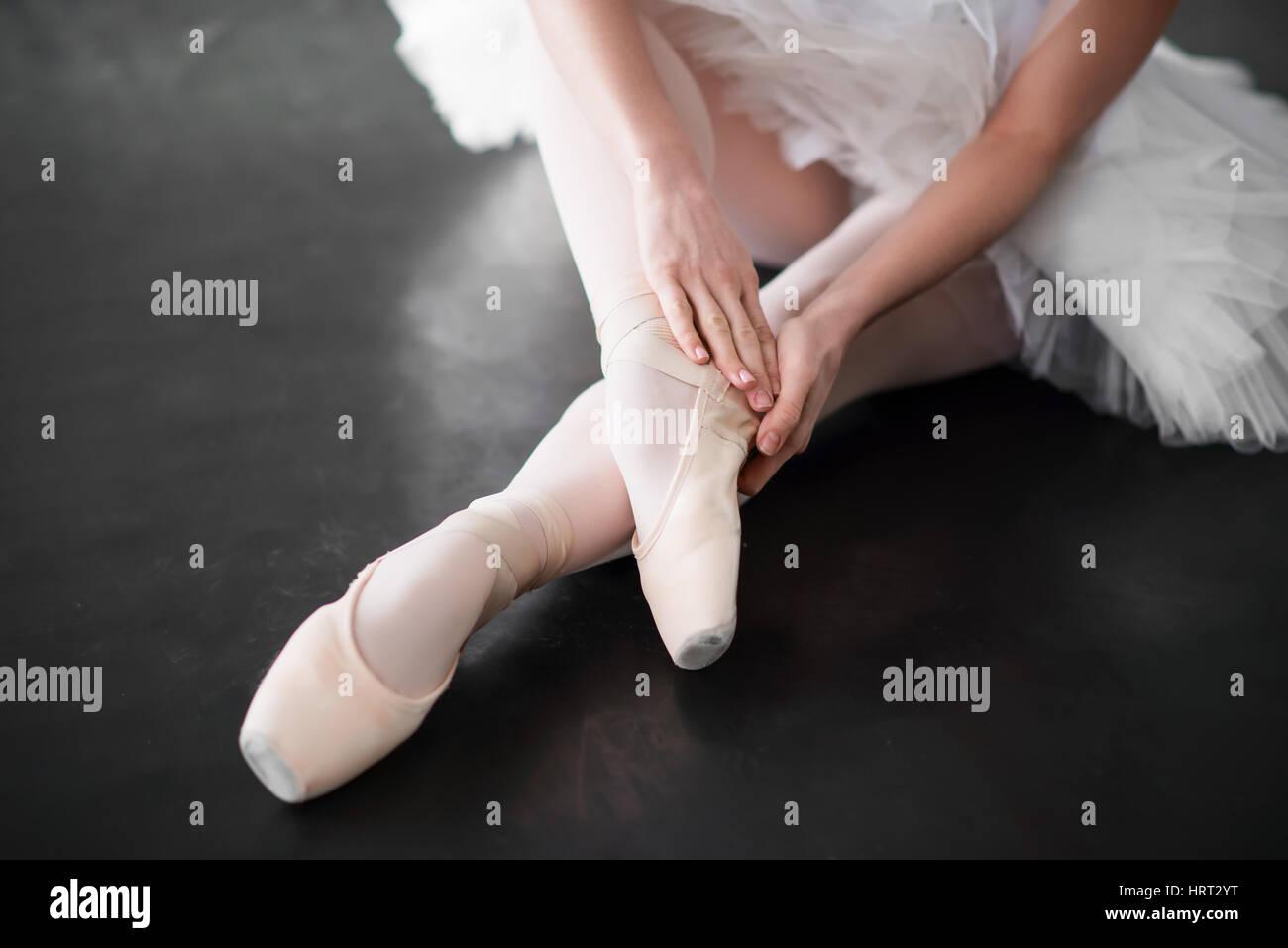 Ballet dancer legs in pointe shoes closeup. Ballerina rehearsal in class - Stock Image