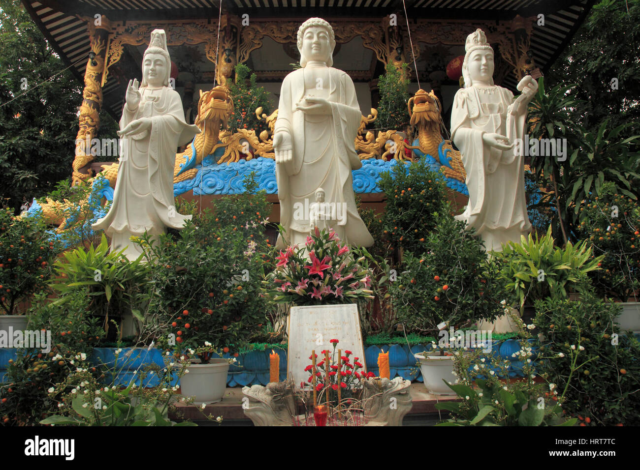 Laos, Vientiane, Chinese buddhist temple, statues, - Stock Image