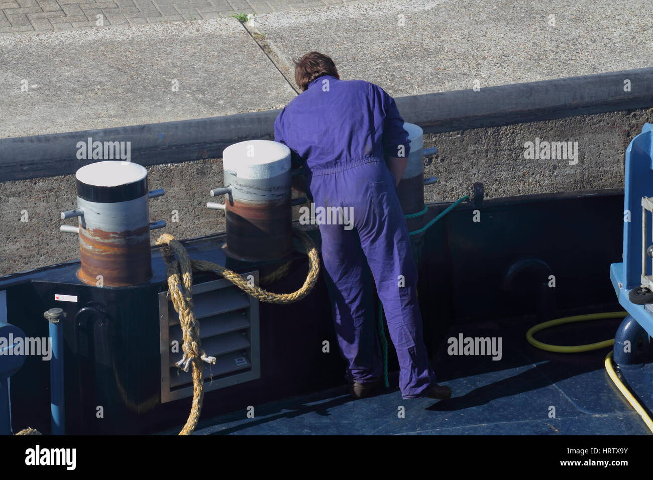 Deck Hand Work On Barge Stock Photos & Deck Hand Work On