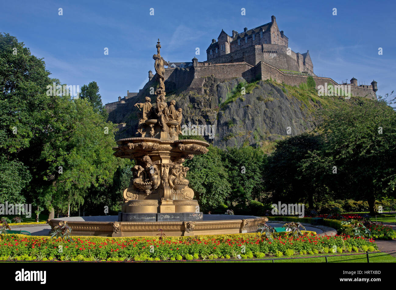 Edinburgh Castle from the fountain in Princes Street Gardens - Stock Image