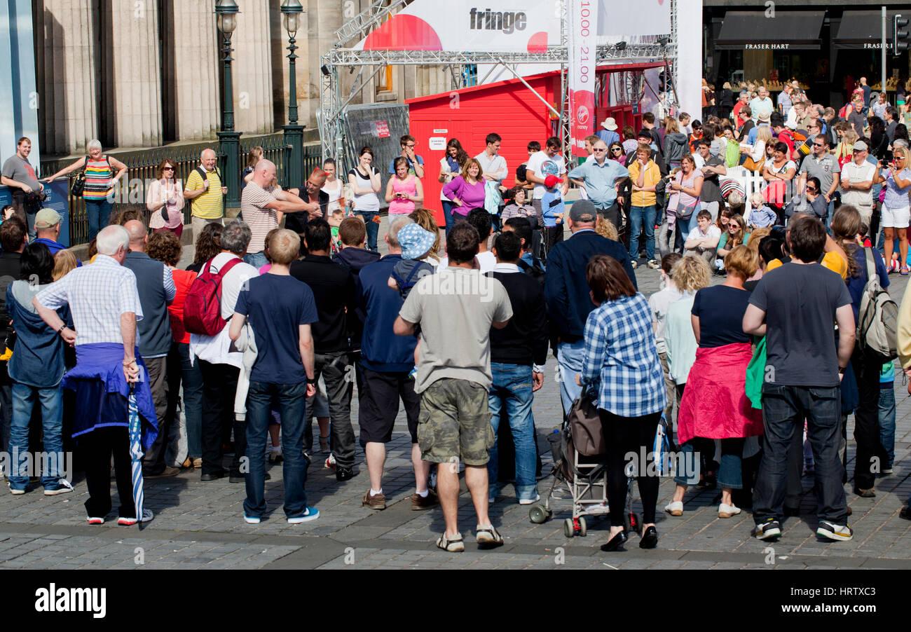 Street theatre at the Edinburgh fringe festival - Stock Image
