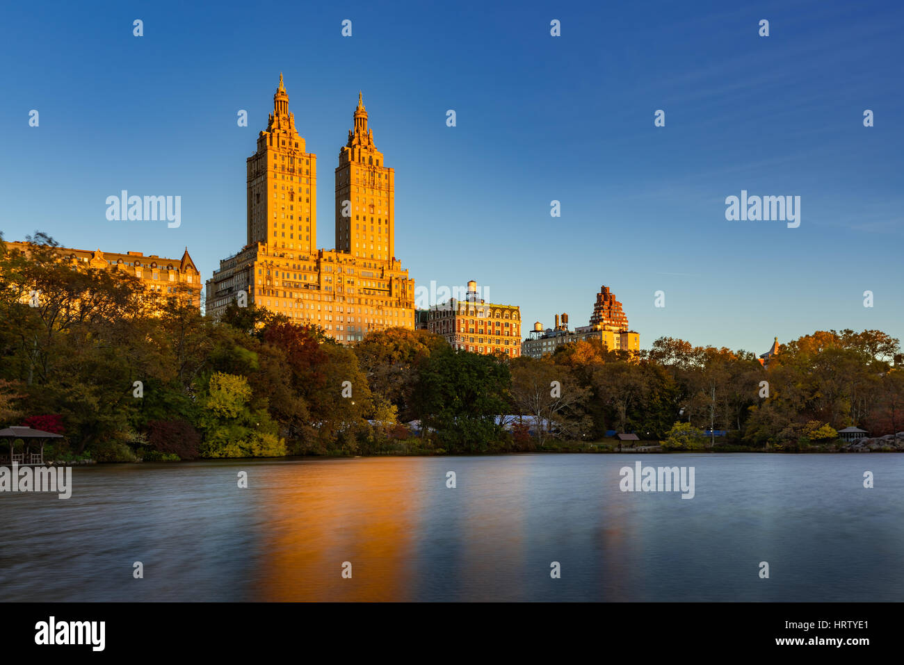 Sunrise on Upper West Side building and Central Park Lake. Manhattan, New York City - Stock Image