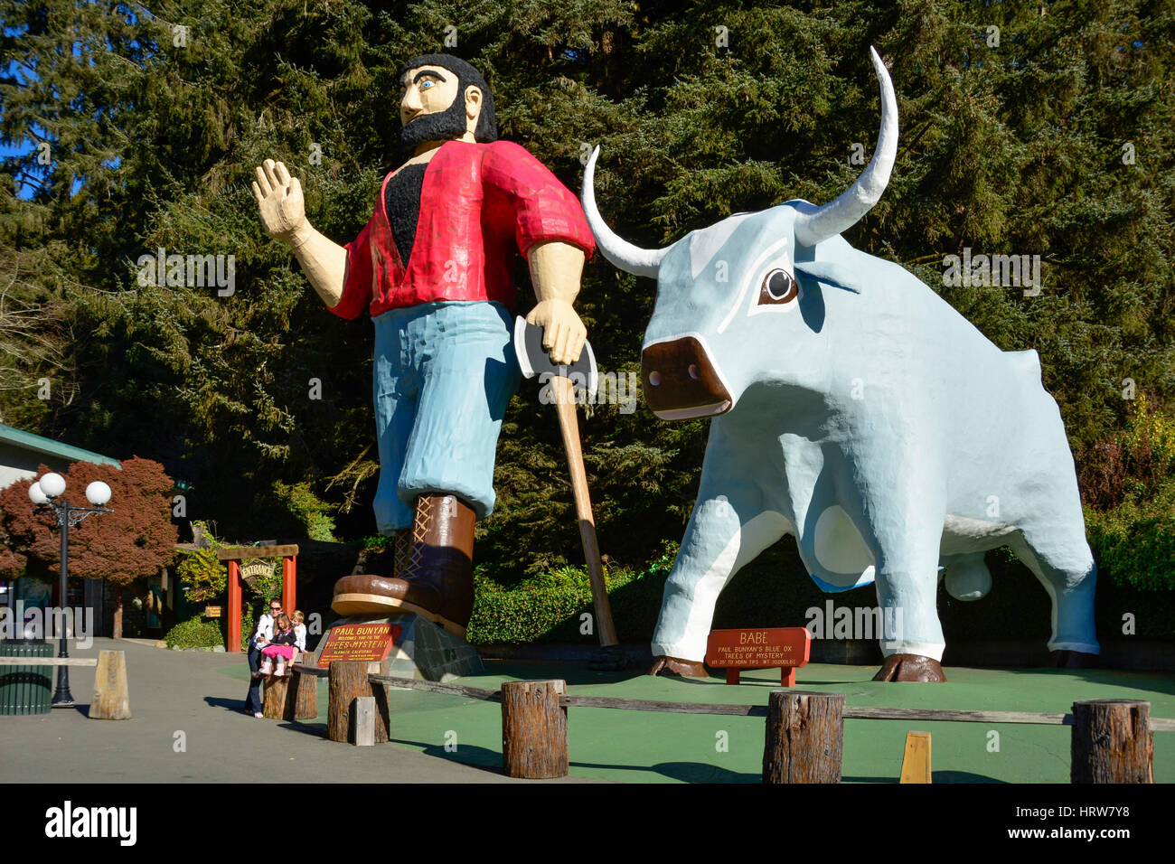 Family taking selfie with statues of Paul Bunyan and his ox Babe at Trees of Mystery in the Redwoods of northern - Stock Image