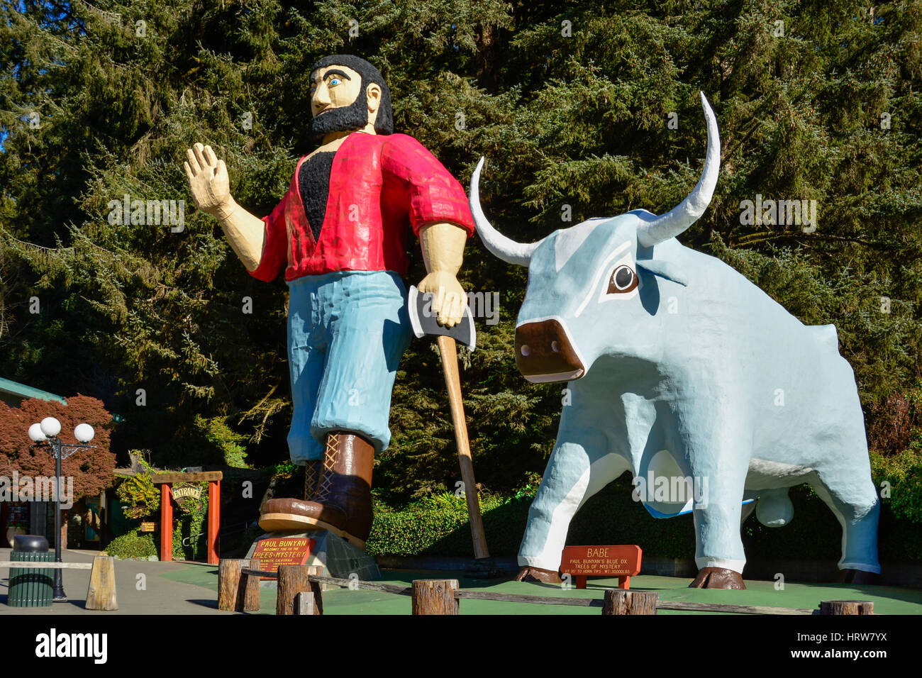 Paul Bunyan and Babe the Blue Ox statues at 'Trees of Mystery' visitor attraction in the Redwoods on Highway - Stock Image