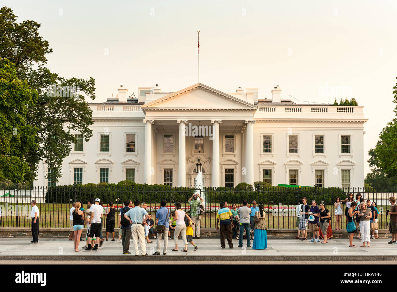 Tourists stand in front of the White House in Washington, D.C., USA. - Stock Image