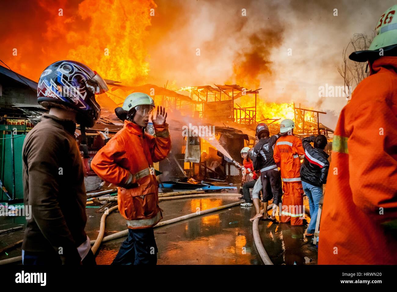 Firemen working in a dense neighborhood in Jakarta, Indonesia. © Reynold Sumayku - Stock Image