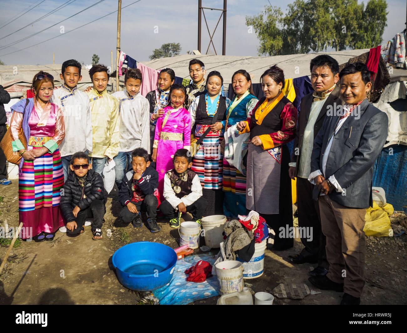 Kathmandu, Central Development Region, Nepal. 4th Mar, 2017. A portrait of an extended Nepali Sherpa family in an - Stock Image