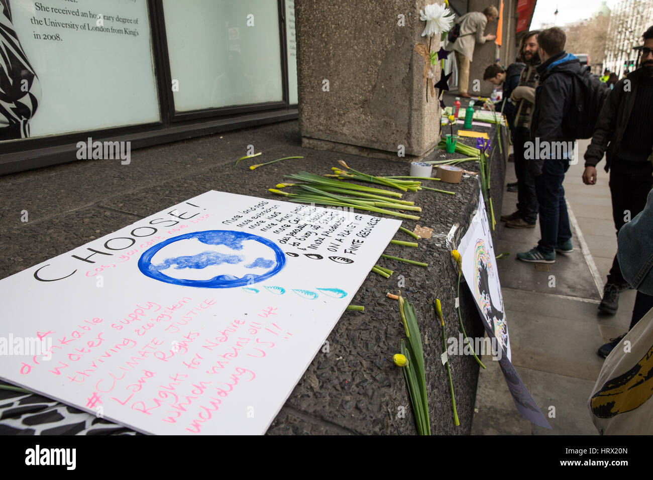 London, UK. 4th March, 2017. Activists from Rising Up and Kings College Climate Emergency decorate Kings College - Stock Image