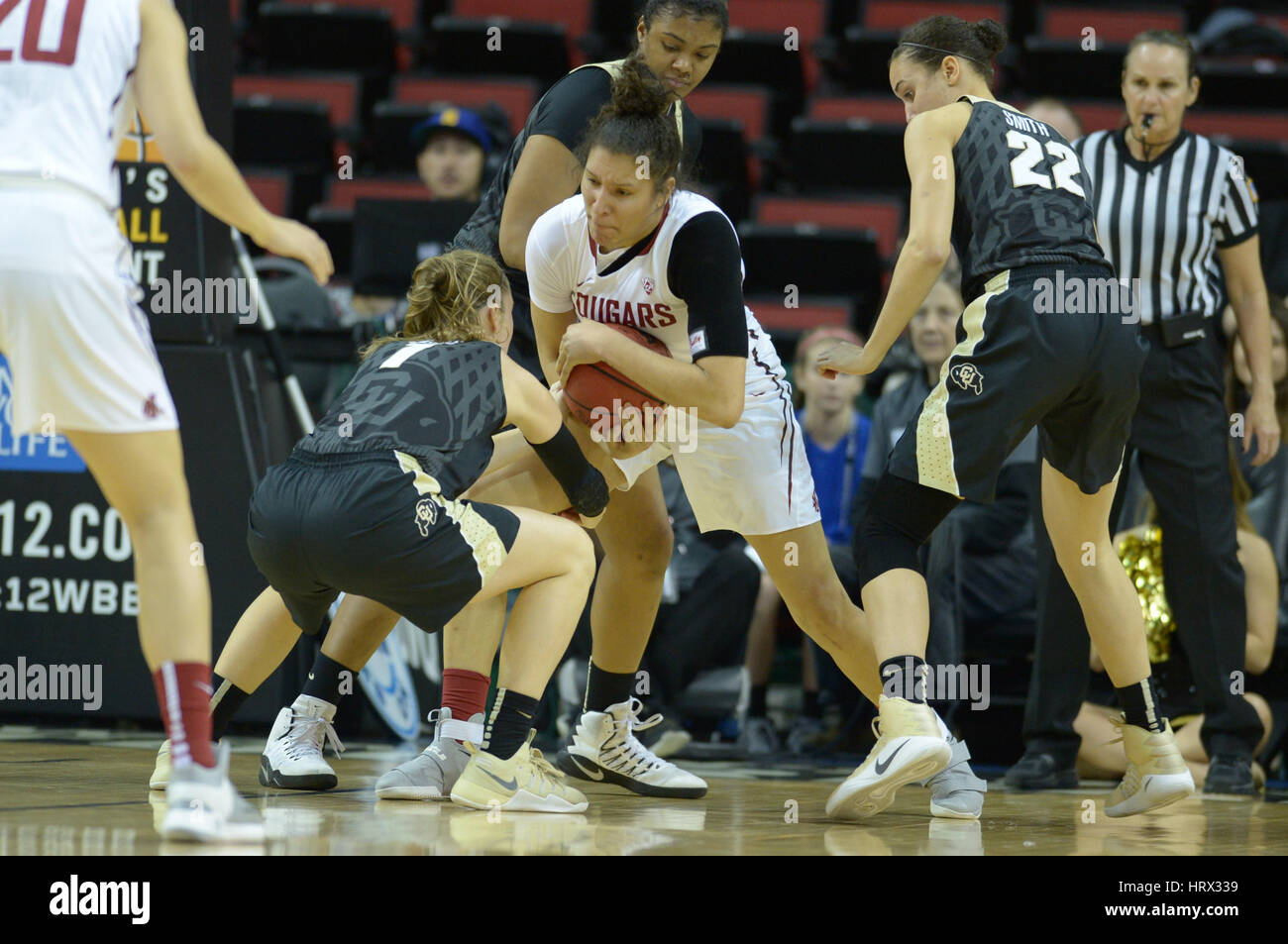 Seattle, WA, USA. 2nd Mar, 2017. WSU's Nike McClure (21) finds herself surrounded by Colorado defenders during - Stock Image