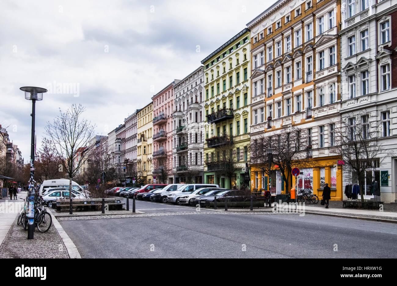 Berlin, Prenzlauer Berg., Elegant old refurbished apartment buildings. Typical Traditional homes in Oderberger strasse - Stock Image