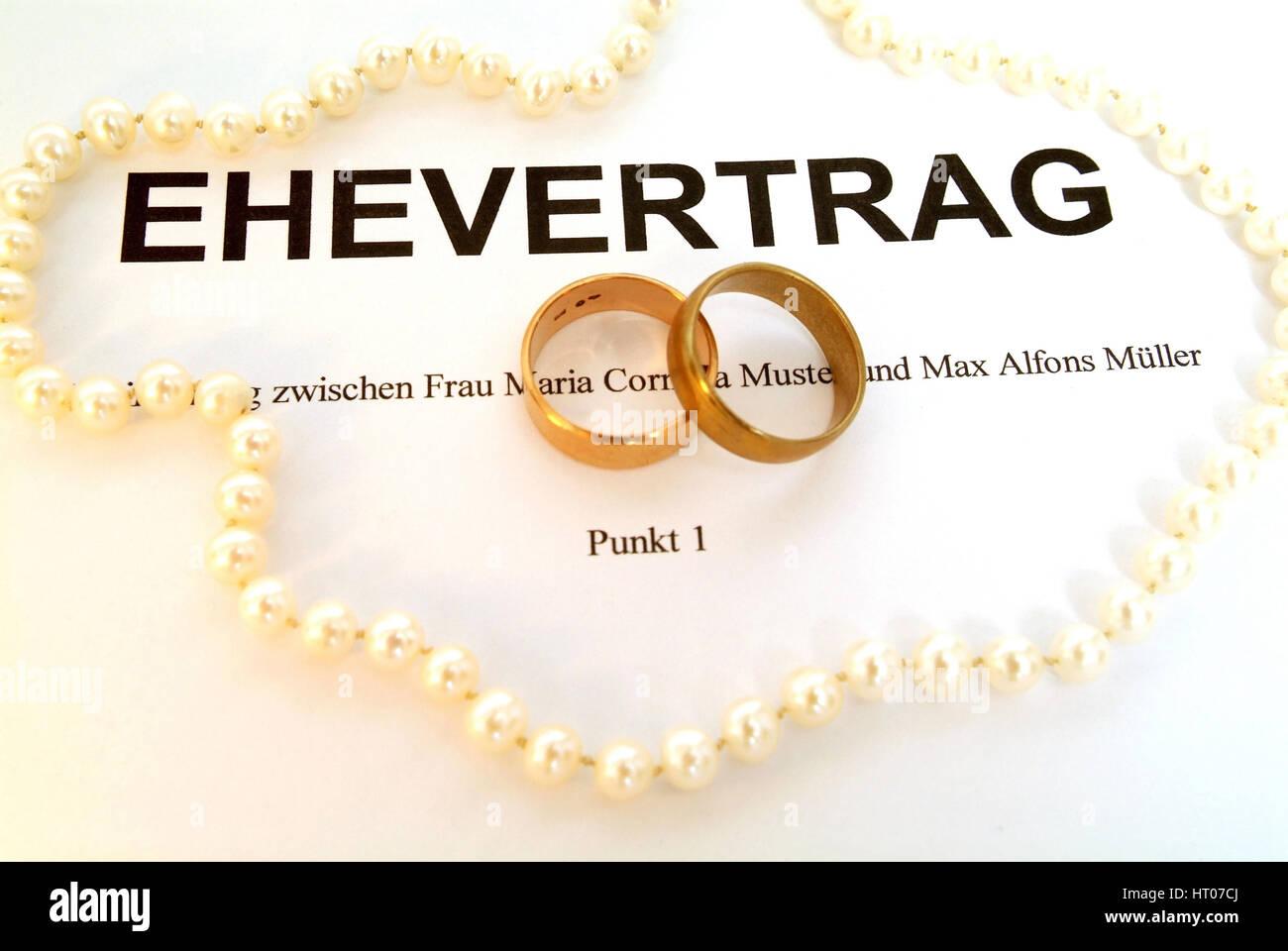 Symbolbild Ehevertrag - syymbolic for marriage contract Stock Photo