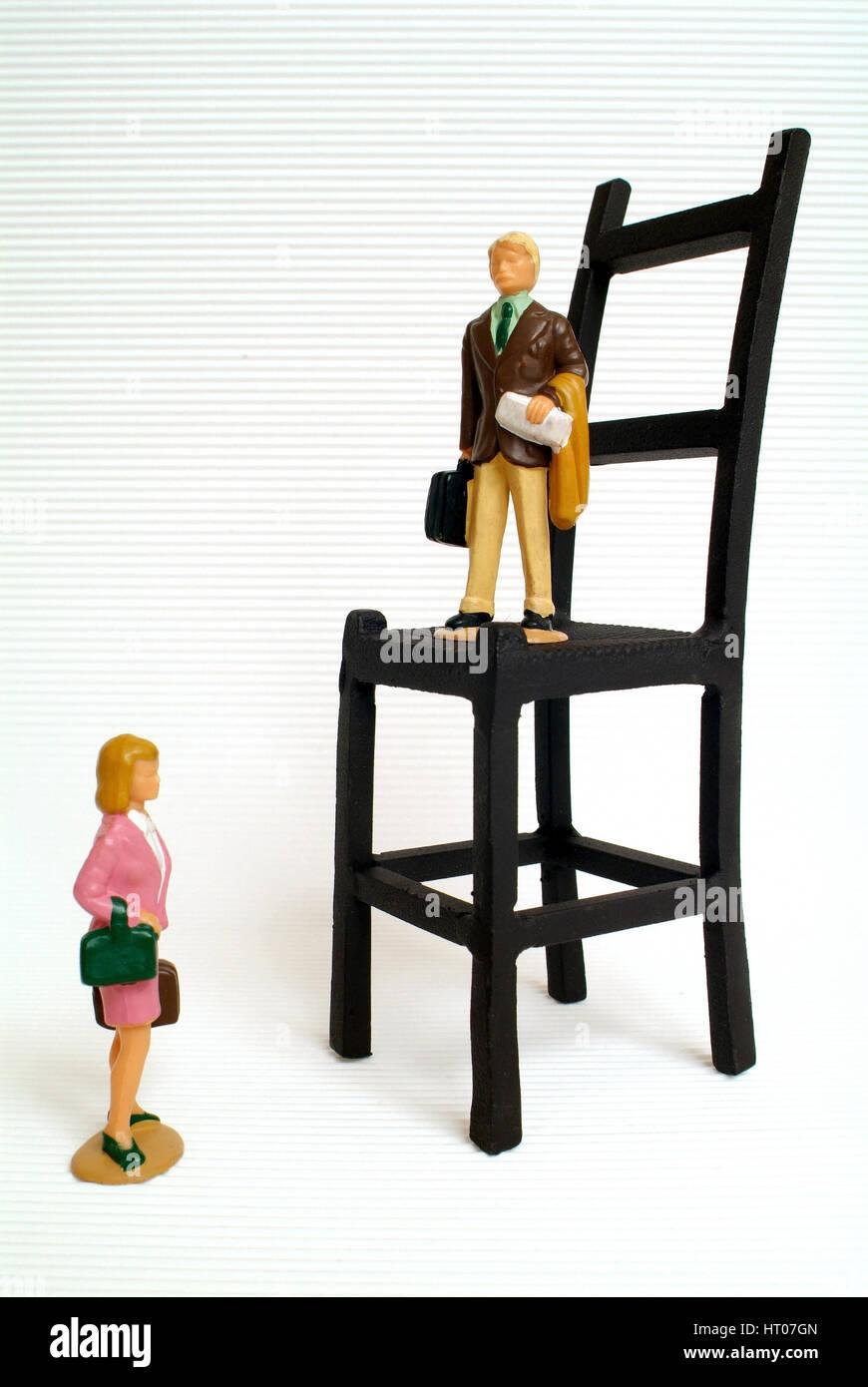 Symbolbild Ungleichgewicht zwischen Mann und Frau in der Wirtschaft, im Business - symbolic for discrimination of - Stock Image