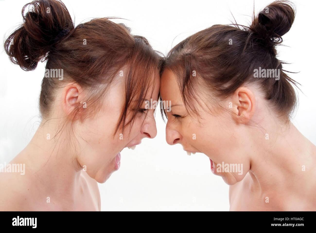 Zwillinge schreien sich an - twins screaming each other Stock Photo