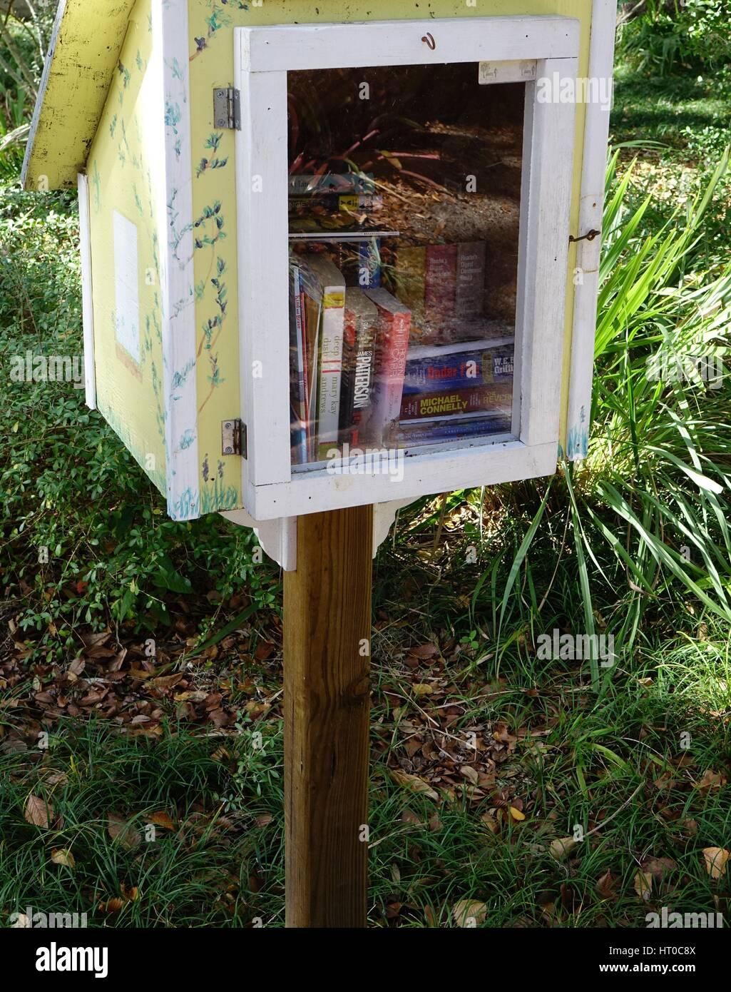 Free library and book exchange, Dunlawton Sugar Mill Gardens, Port Orange, Florida - Stock Image