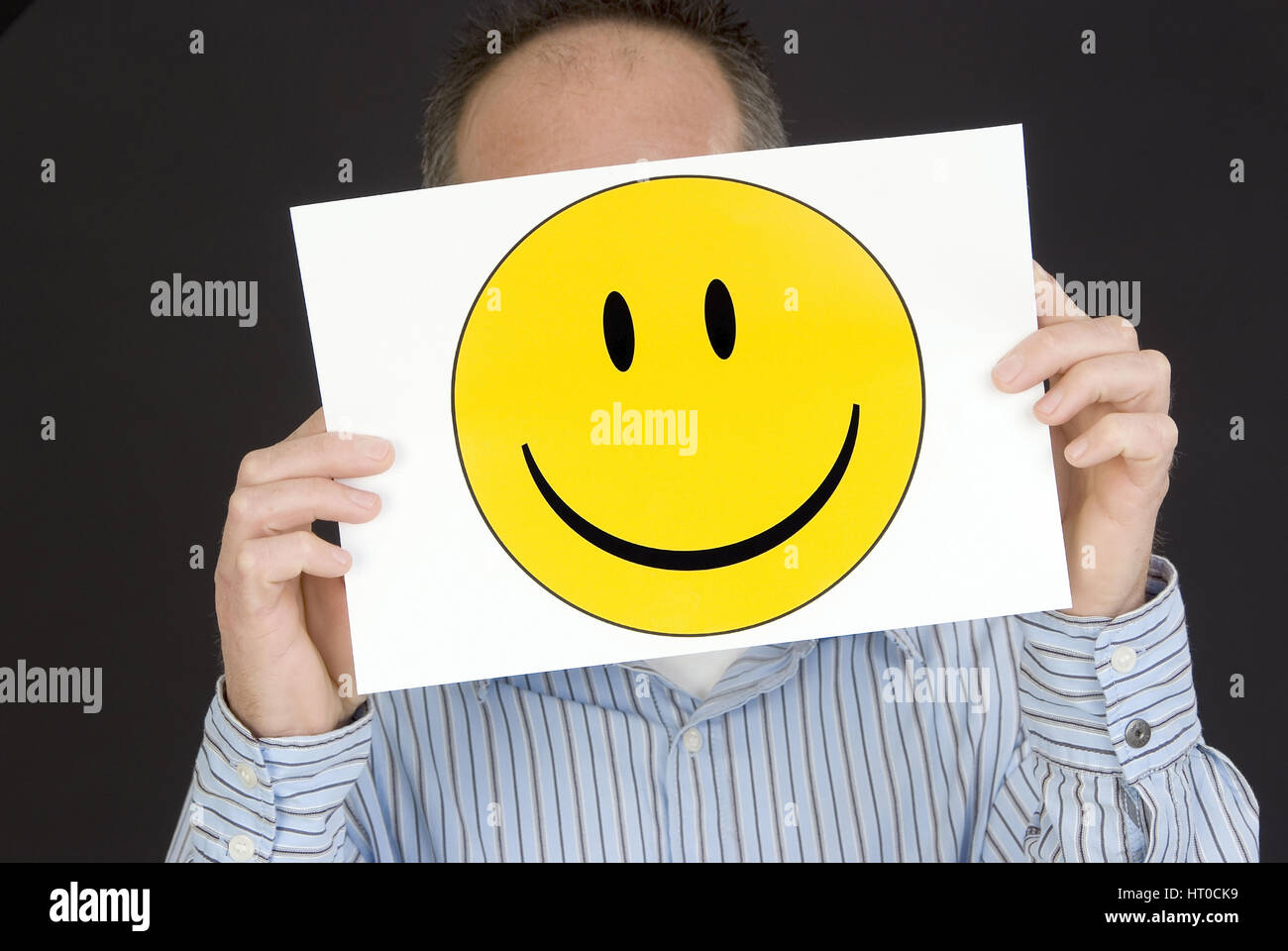 Mann mit lachendem Smileygesicht - man with laughing smiley face - Stock Image