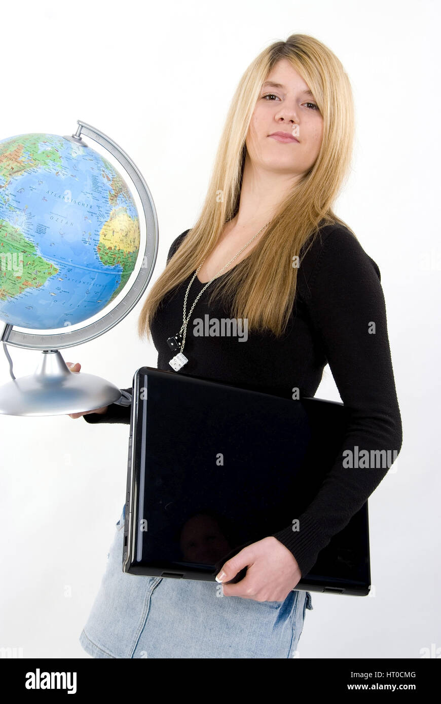 Sch¸lerin mit Globus und Laptop - school girl with globe and laptop - Stock Image