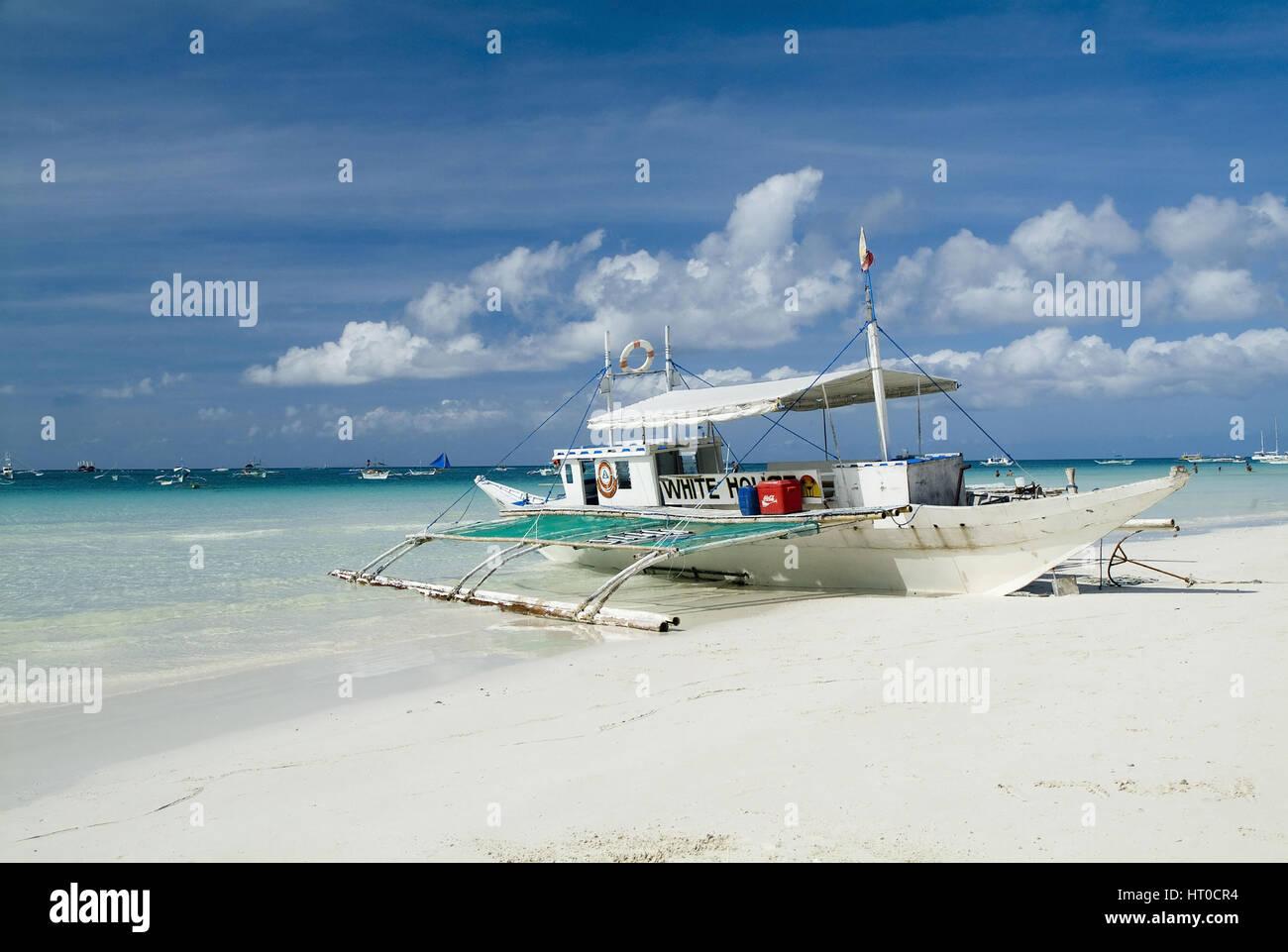 Boot am White Beach, Boracay, Philippinen - boat on White Beach, Boracay, Philippines - Stock Image