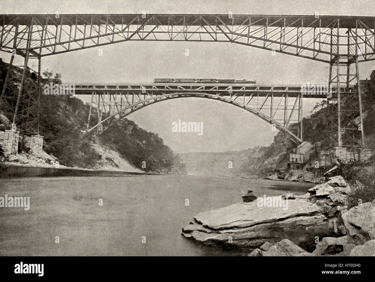View of completed Railway Arch Bridge, Cantilever Bridge in foreground, Niagara Falls, circa 1900 - Stock Image