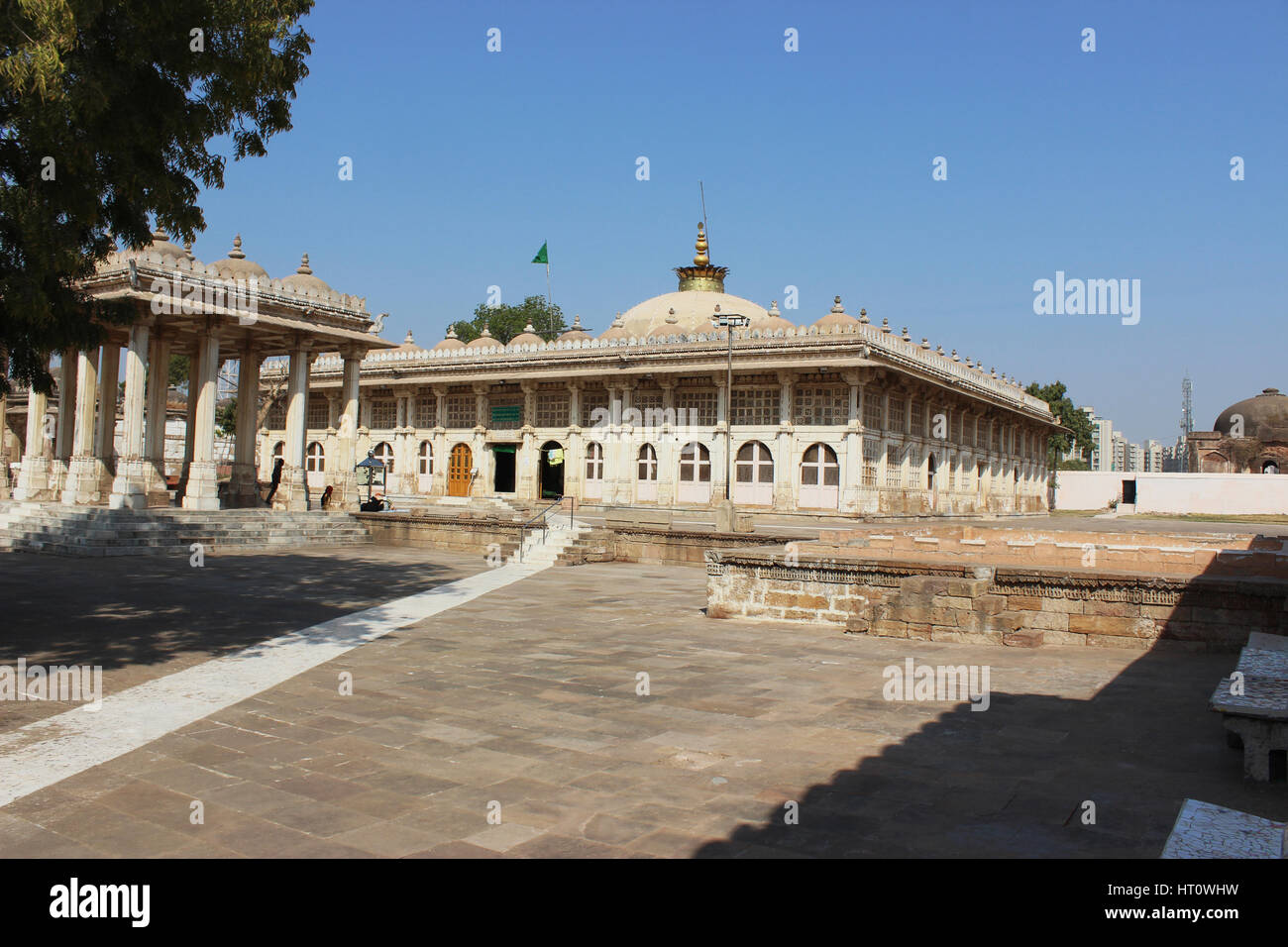 Courtyard pavilion at Sarkhej Roza, tomb complex, Ahmedabad, Gujarat. Tomb of Sheikh Ahmed Khattu Ganj Baksh - Stock Image