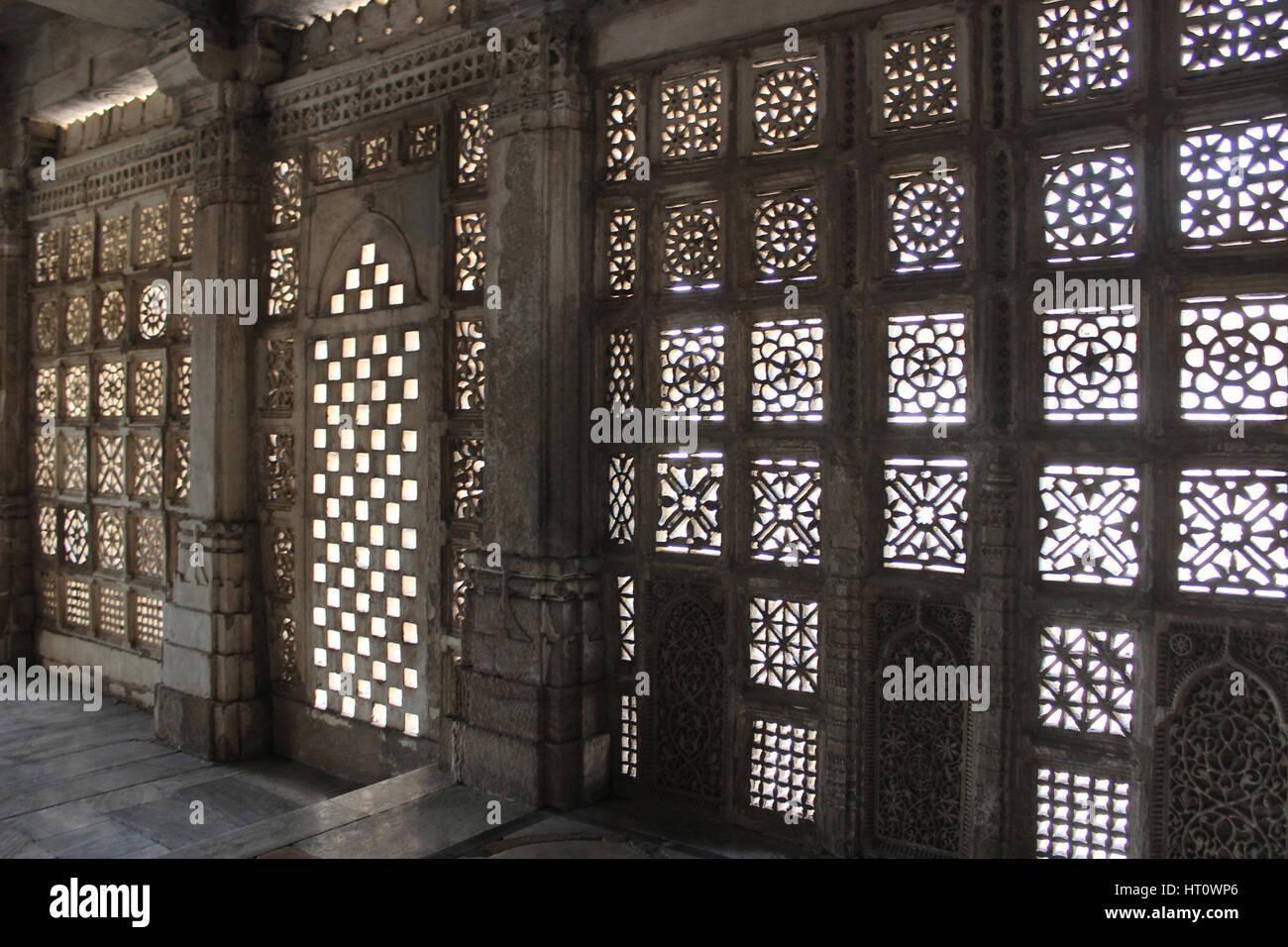 Stone jali work. Indo-Saracenic architectural style, Makarba. Sarkhej Roza, Ahmedabad, Gujarat India - Stock Image