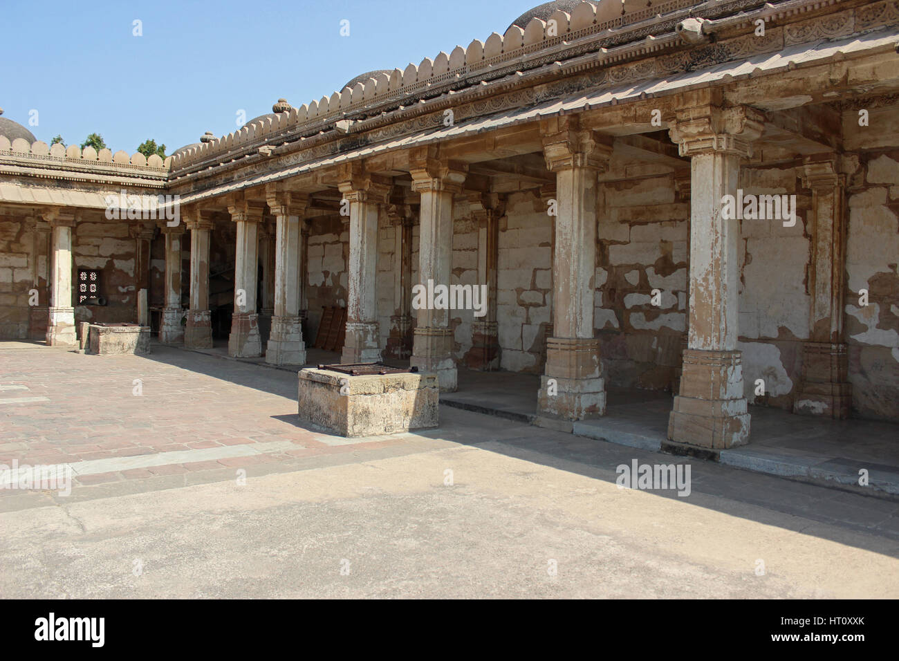 Colonnaded cloister of historic Tomb at Gujarat at Sarkhej Roza mosque in Ahmedabad, India - Stock Image