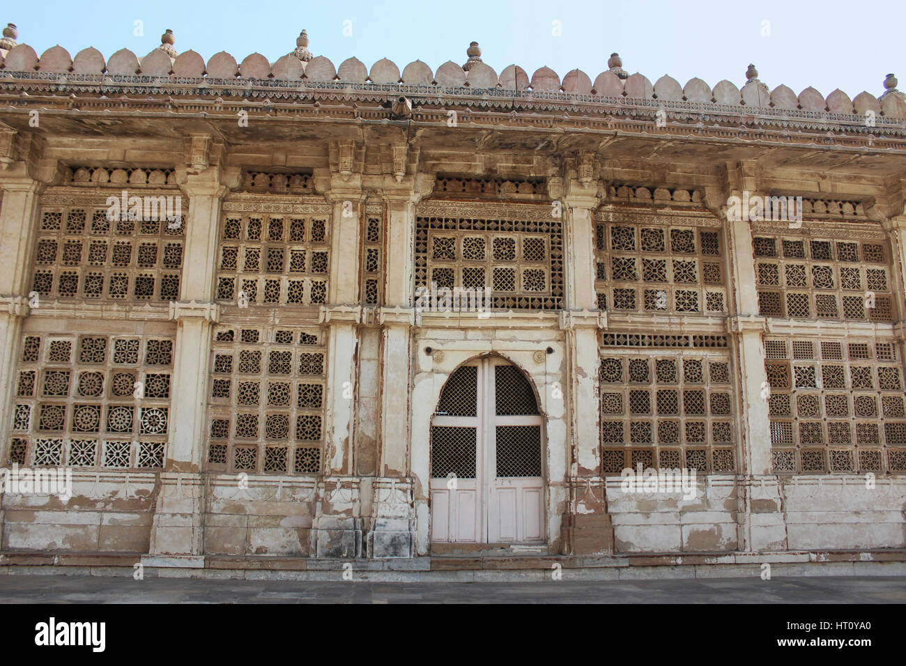 Carved stone grilles on the walls of the Tomb of Sufi Saint Shaikh Ahmed Khattu at Sarkhej Roza in Ahmedabad Stock Photo