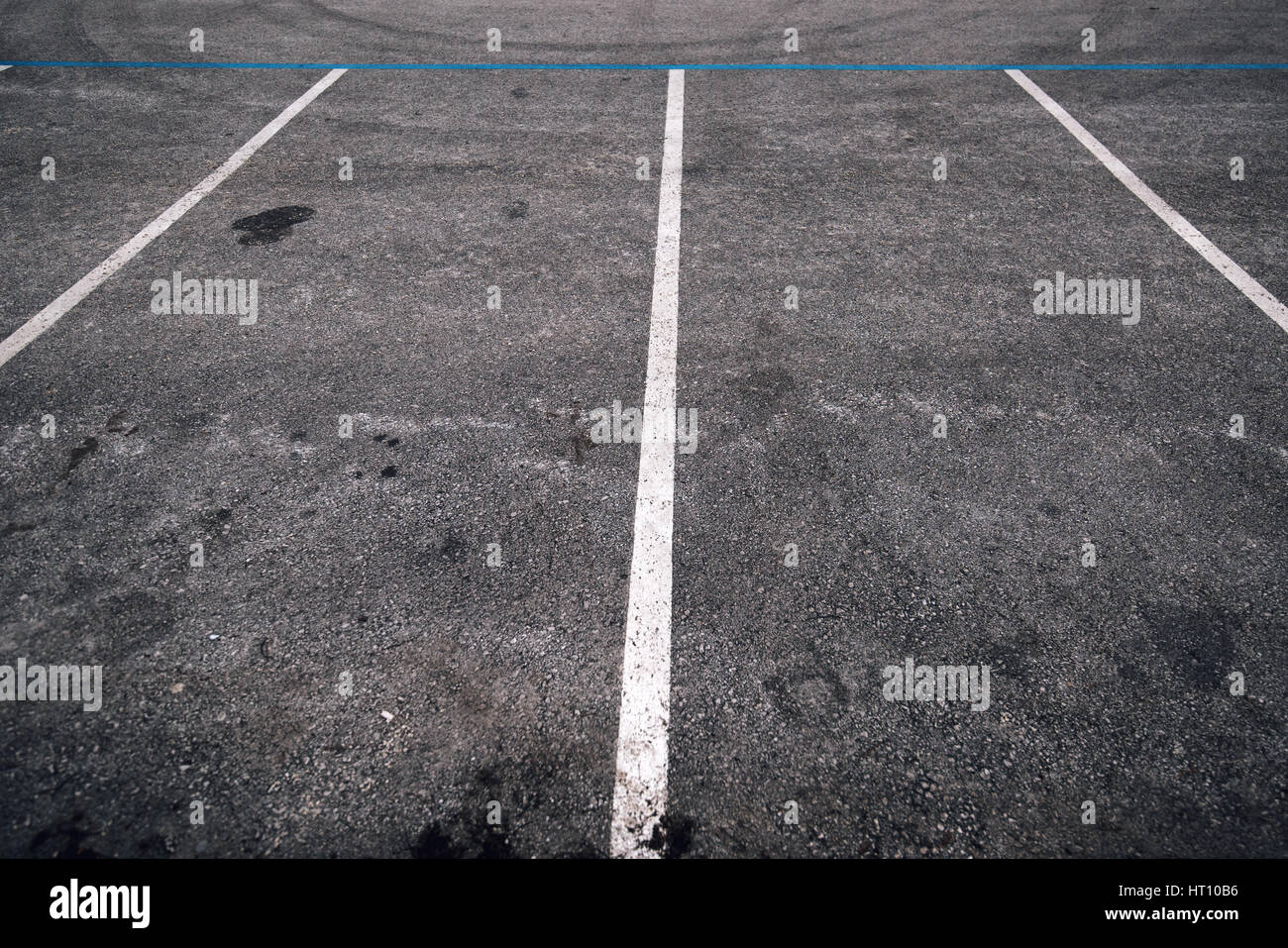 Empty parking lot space for cars, vanishing point perspective - Stock Image