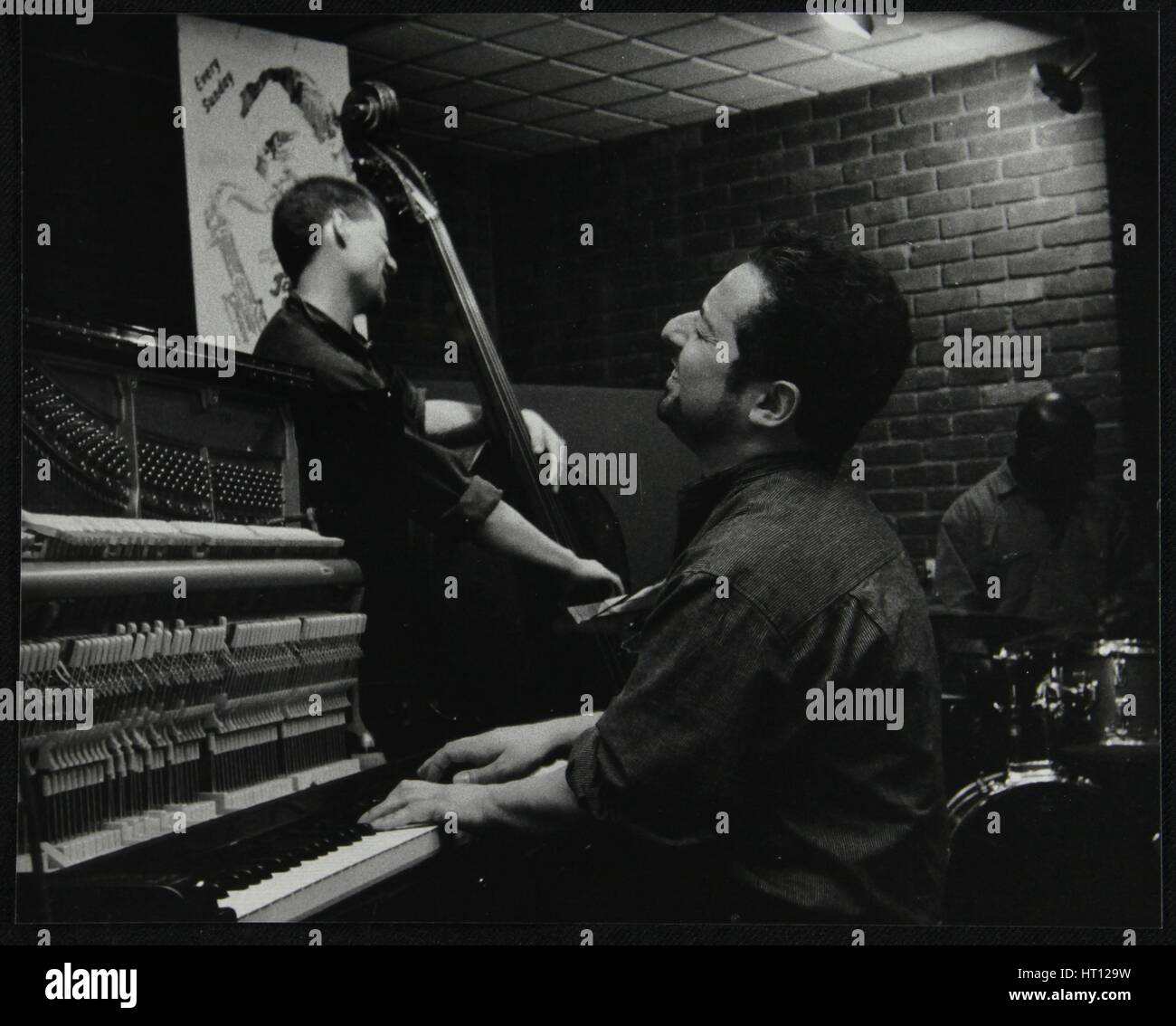 The Jonathan Gee Trio in concert at The Fairway, Welwyn Garden City, Hertfordshire, 7 February 1999. Artist: Denis - Stock Image
