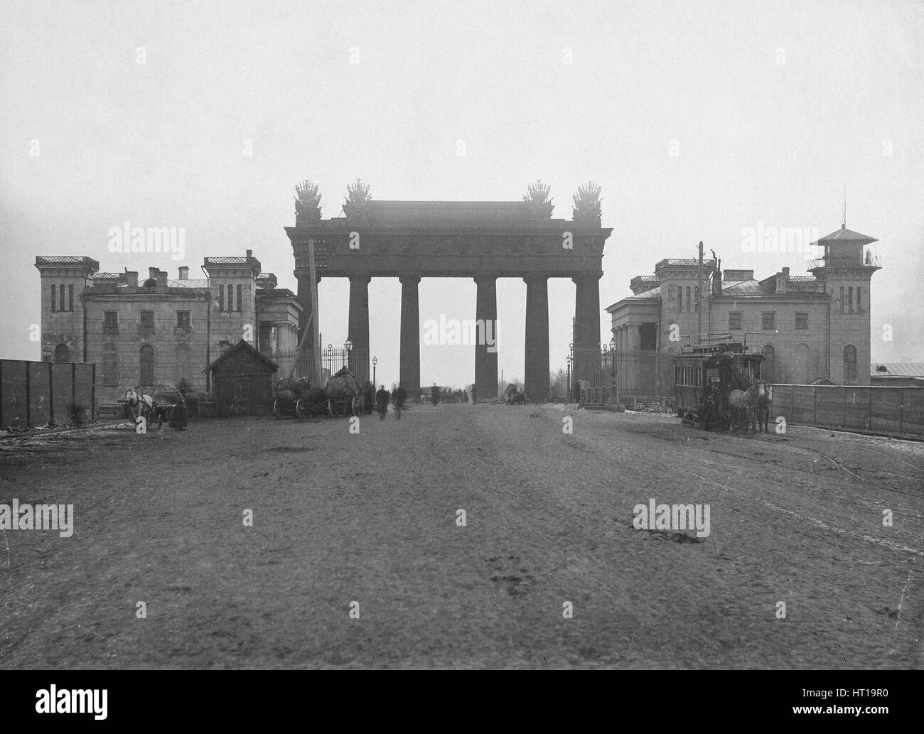 The Moscow Triumphal Gate in St. Petersburg, 1890s. Artist: Bulla, Karl Karlovich (1853-1929) - Stock Image