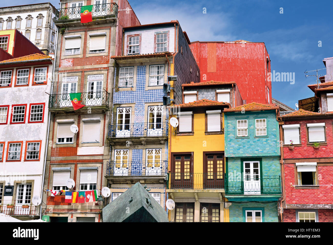 Portugal: Traditional houses in the riverside township Ribeira in Oporto - Stock Image