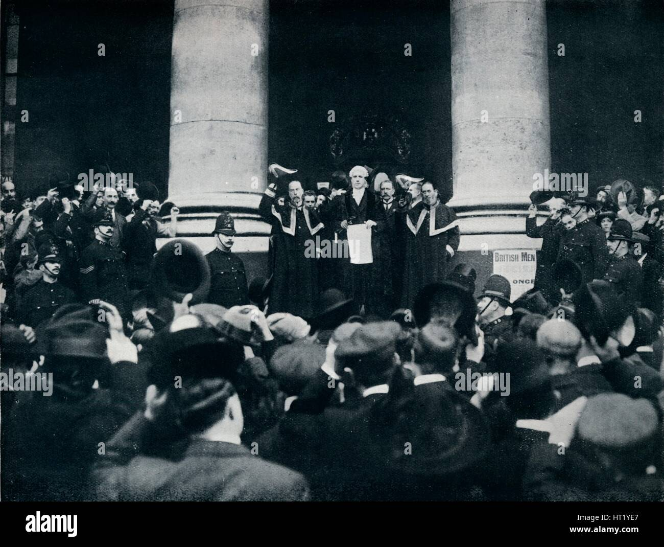 Reading the Proclamation of the War against Turkey from the Royal Exchange, London, 1914. Artist: Unknown - Stock Image