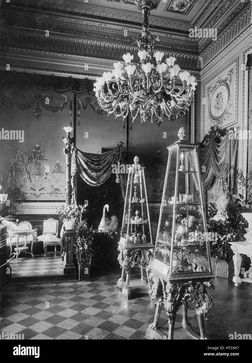 The Exhibition of the Fabergé House, 1902. Artist: Bulla, Karl Karlovich (1853-1929) - Stock Image