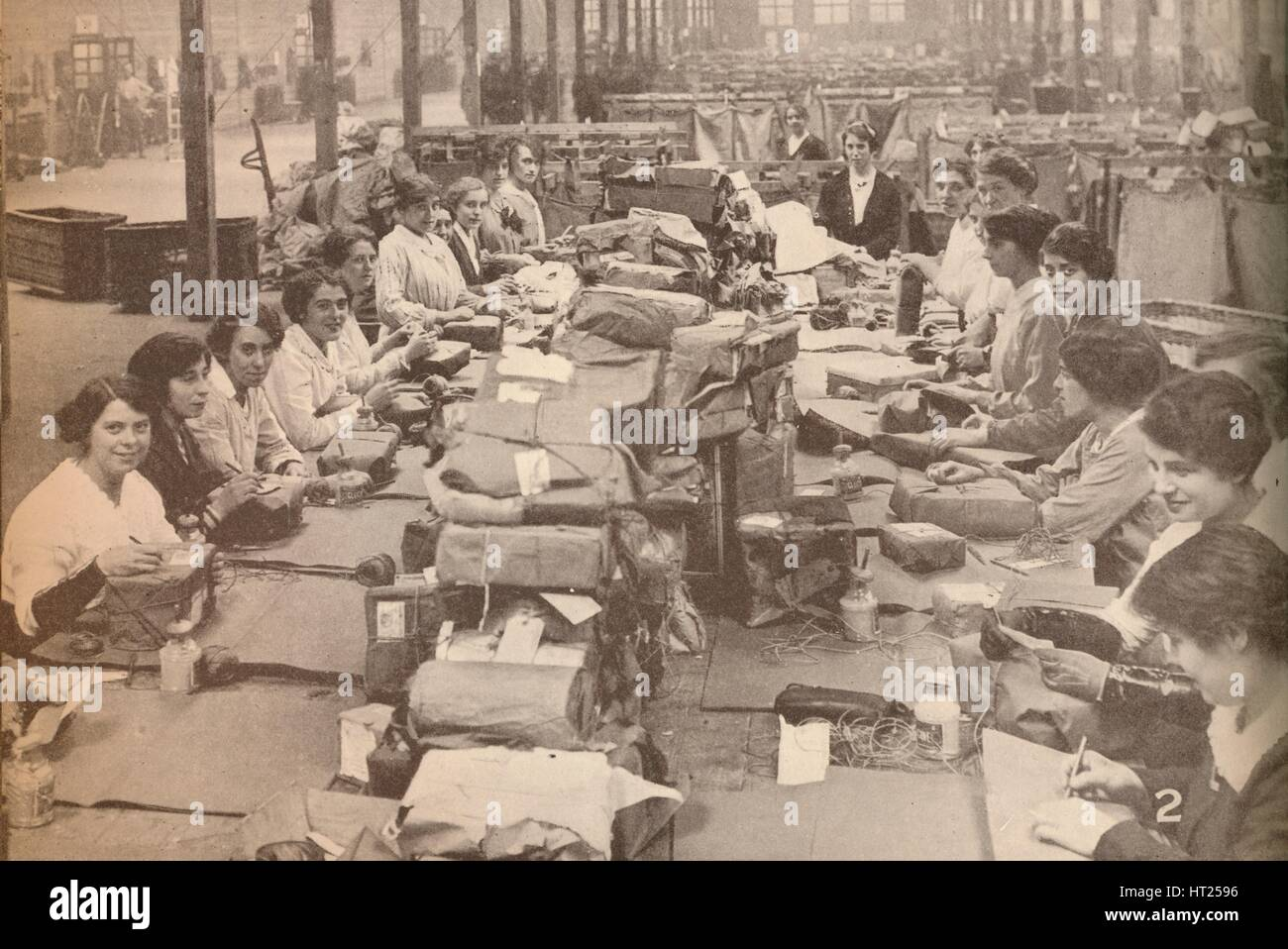 'Nimble Assistants at the military post office in London, which dealt with the huge quantity of mail Artist: - Stock Image