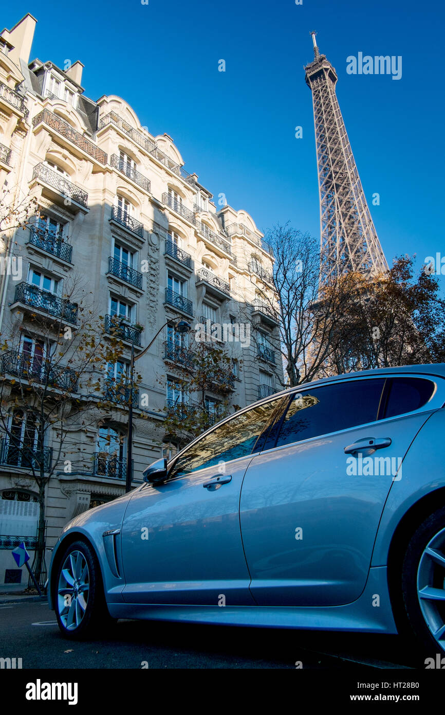 Jaguar XF outside chic apartments with Eiffel Tower in background, Paris, France. - Stock Image