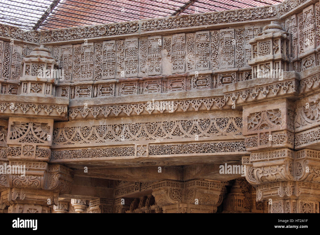 Detailed patterns carved on stone panel and brackets. Adalaj Stepwell, Ahmedabad, Gujarat, India - Stock Image
