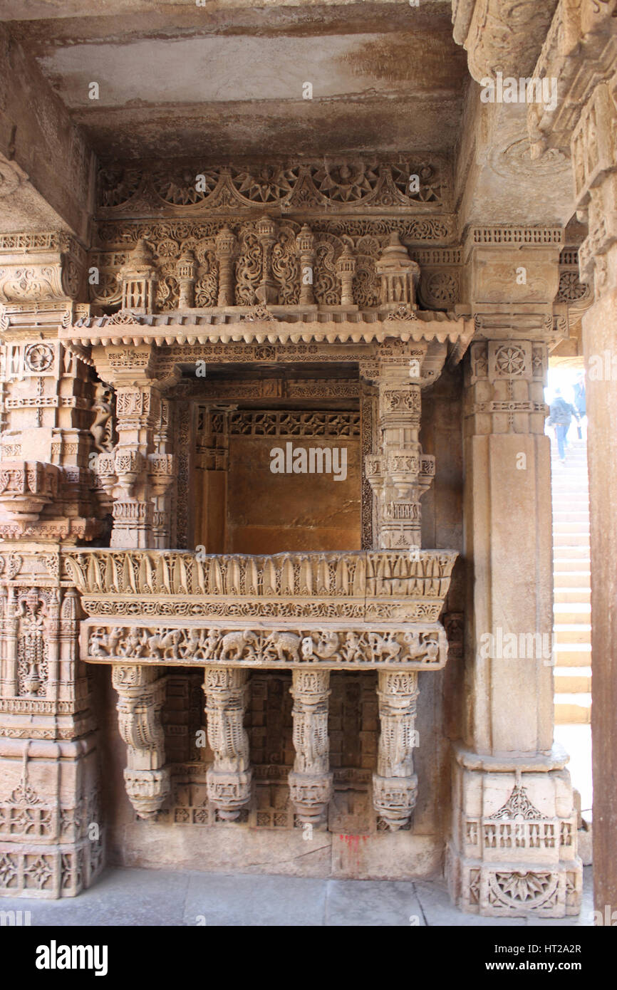 Elegant border patterns engraved on a balcony. Adalaj Stepwell, Ahmedabad, Gujarat, India - Stock Image