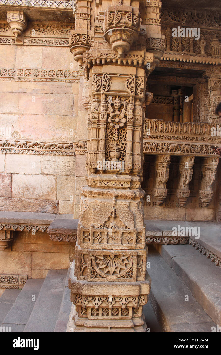 Stone carving on a pillar, pilaster. Adalaj Stepwell, Ahmedabad, Gujarat, India - Stock Image