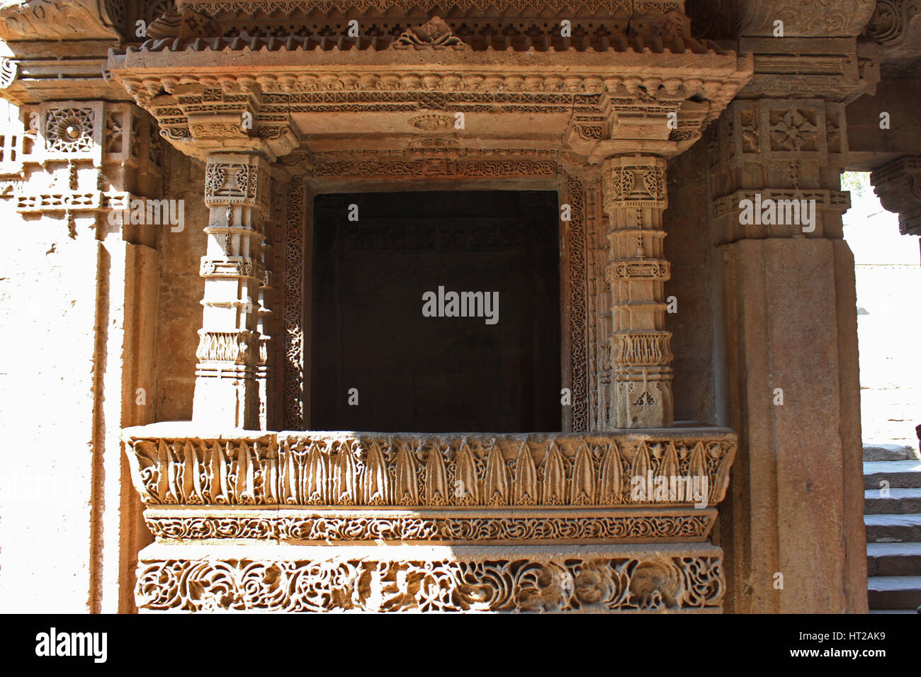 Close up of a balcony with intricate patterns engraved on the borders. Adalaj Stepwell, Ahmedabad, Gujarat, India - Stock Image