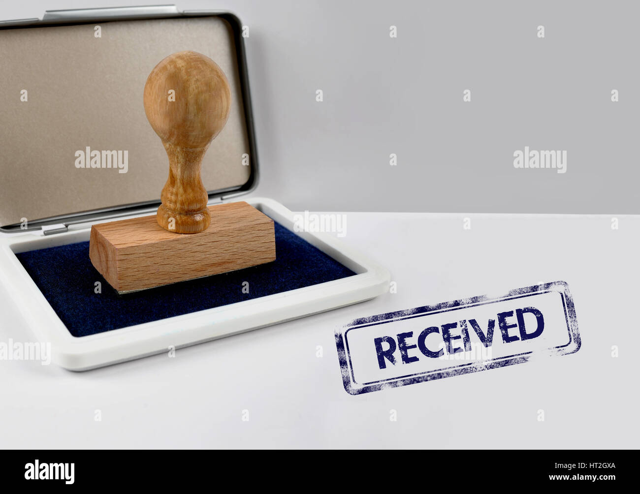 Wooden stamp on a desk RECEIVED - Stock Image