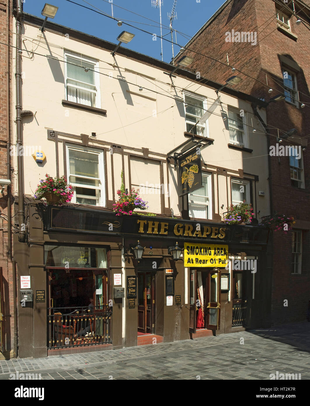 The Grapes pub in Mathew Street Liverpool. - Stock Image