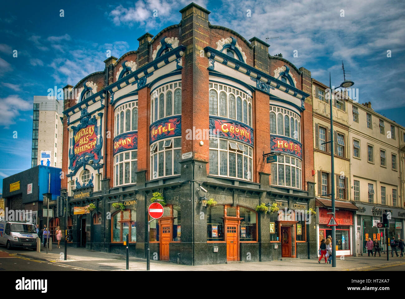 The CRown public house in Lime street Liverpool. - Stock Image