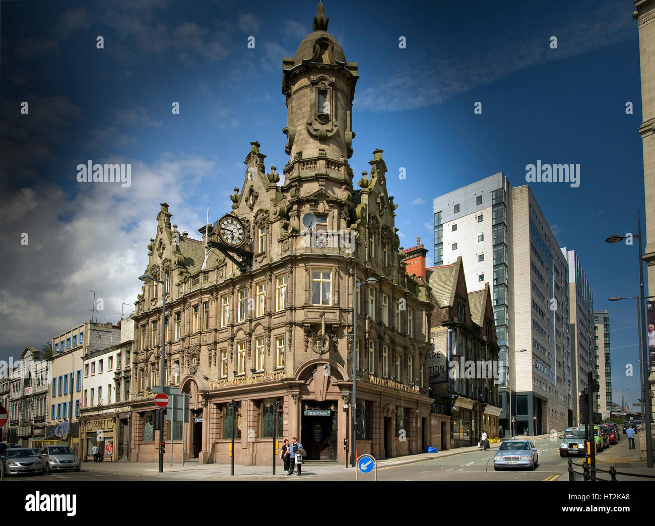 The Vines public house in Lime street Liverpool. Known as the 'Big House' - Stock Image