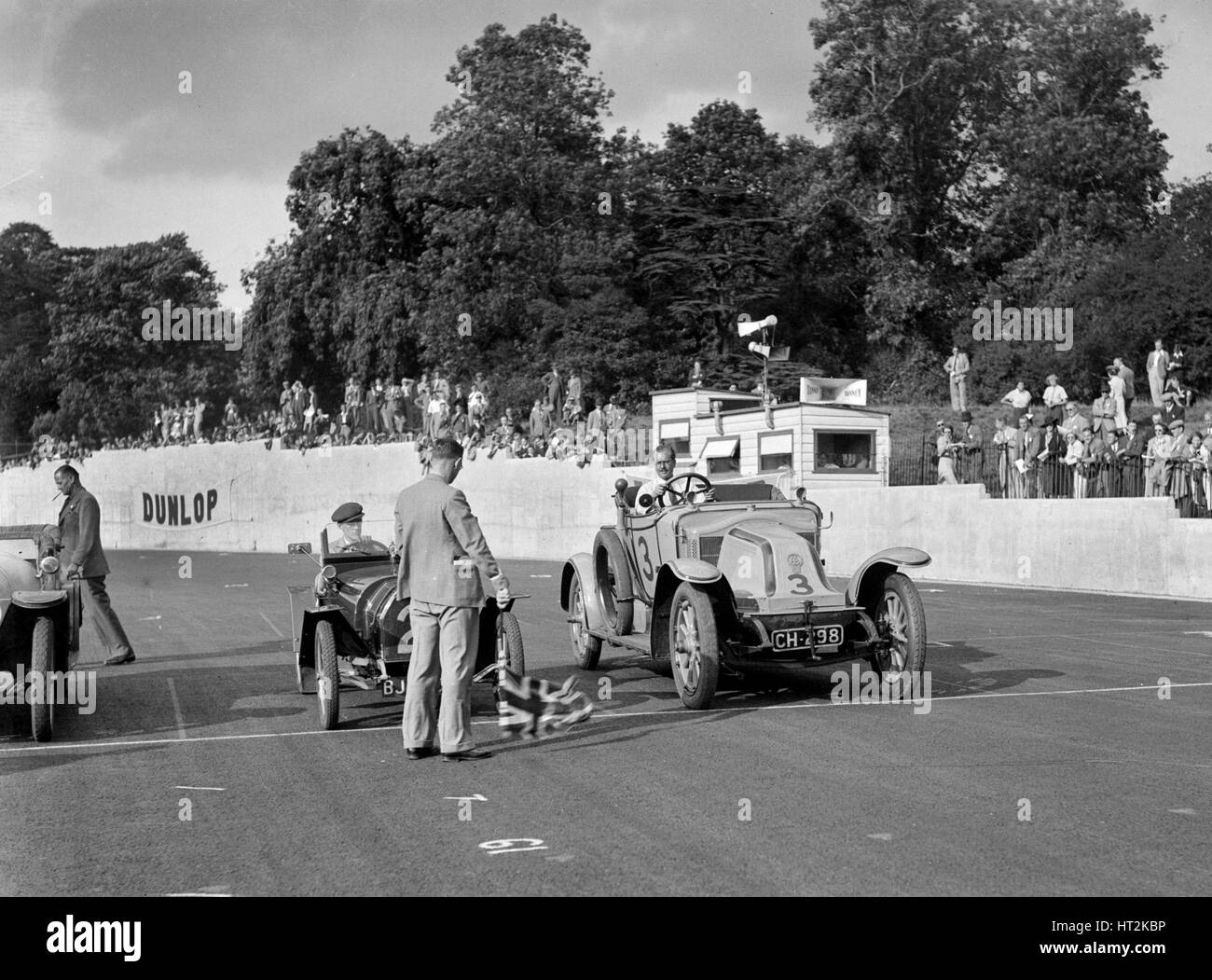 Bugatti and Renault on the start line for the Vintage Cup, Crystal Palace, 1939. Artist: Bill Brunell. - Stock Image