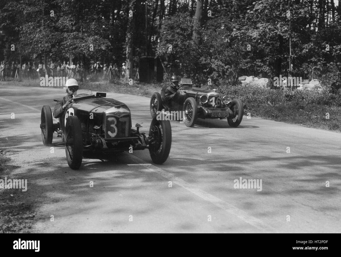 Two Riley Brooklands racing at Donington Park, Leicestershire, 1930s. Artist: Bill Brunell. - Stock Image