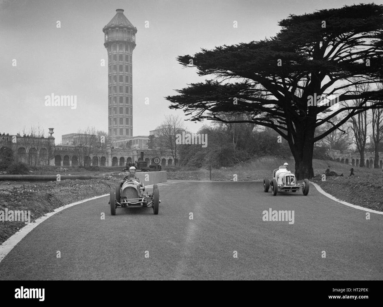 Riley of AD Whitworth and ERA of Arthur Dobson racing at Crystal Palace, London, 1939. Artist: Bill Brunell. - Stock Image