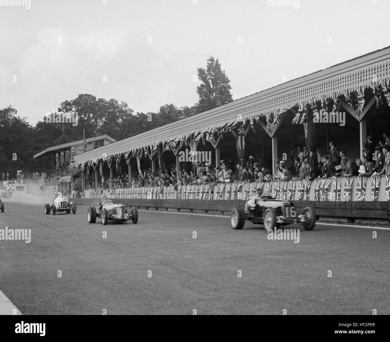 ERA of Raymond Mays and Riley of Percy Maclure racing at Crystal Palace, London, 1939. Artist: Bill Brunell. - Stock Image