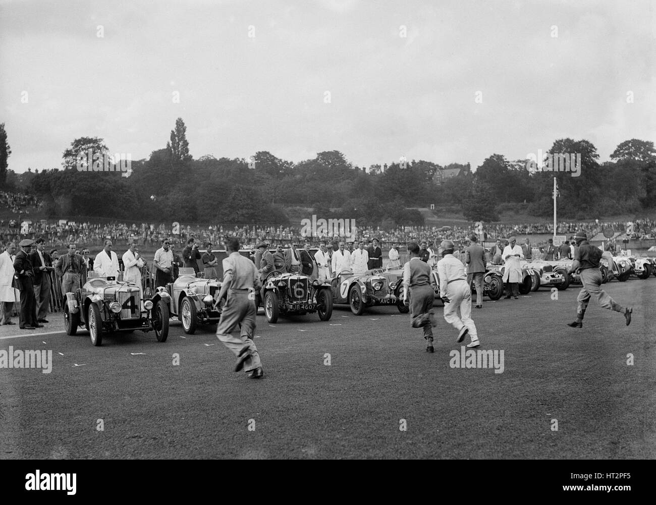 Drivers running to their cars at the start of a race at Crystal Palace, London, 1939. Artist: Bill Brunell. - Stock Image