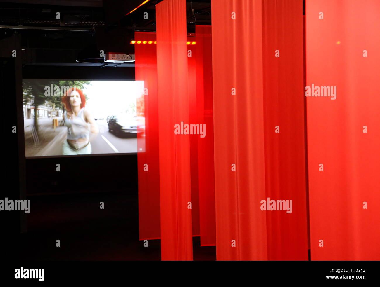 HANDOUT - Impression 13: ROT. Eine Filminstallation im Raum, aufgenommen am 06.03.2017 im Filmmuseum von Frankfurt - Stock Image