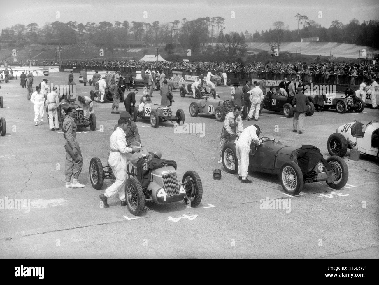 Cars on the starting grid for the JCC International Trophy, Brooklands, 2 May 1936. Artist: Bill Brunell. - Stock Image