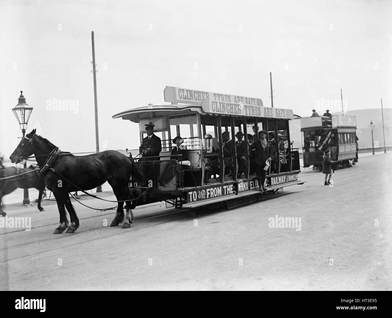 Horse bus at the RAC TT race, Isle of Man, 10 June 1914. Artist: Bill Brunell. - Stock Image